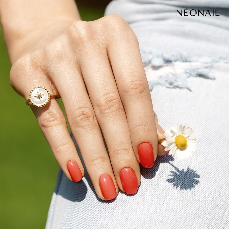 Pomarańczowe paznokcie hybrydowe