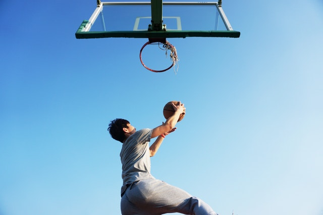 最好的目標就是用力躍起才有可能碰到的高度
