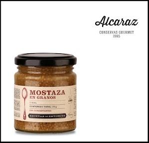 Mostaza con miel casera y granos de mostaza.