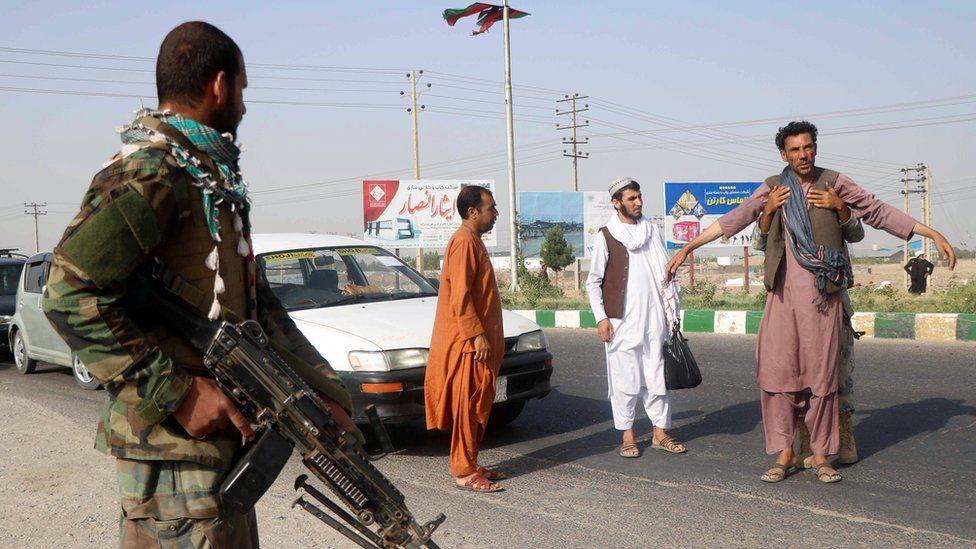 Taliban capture key Afghanistan border crossings - BBC News