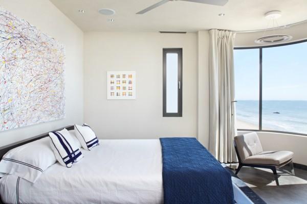 Kamar tidur dengan pemandangan laut - source: home-designing.com
