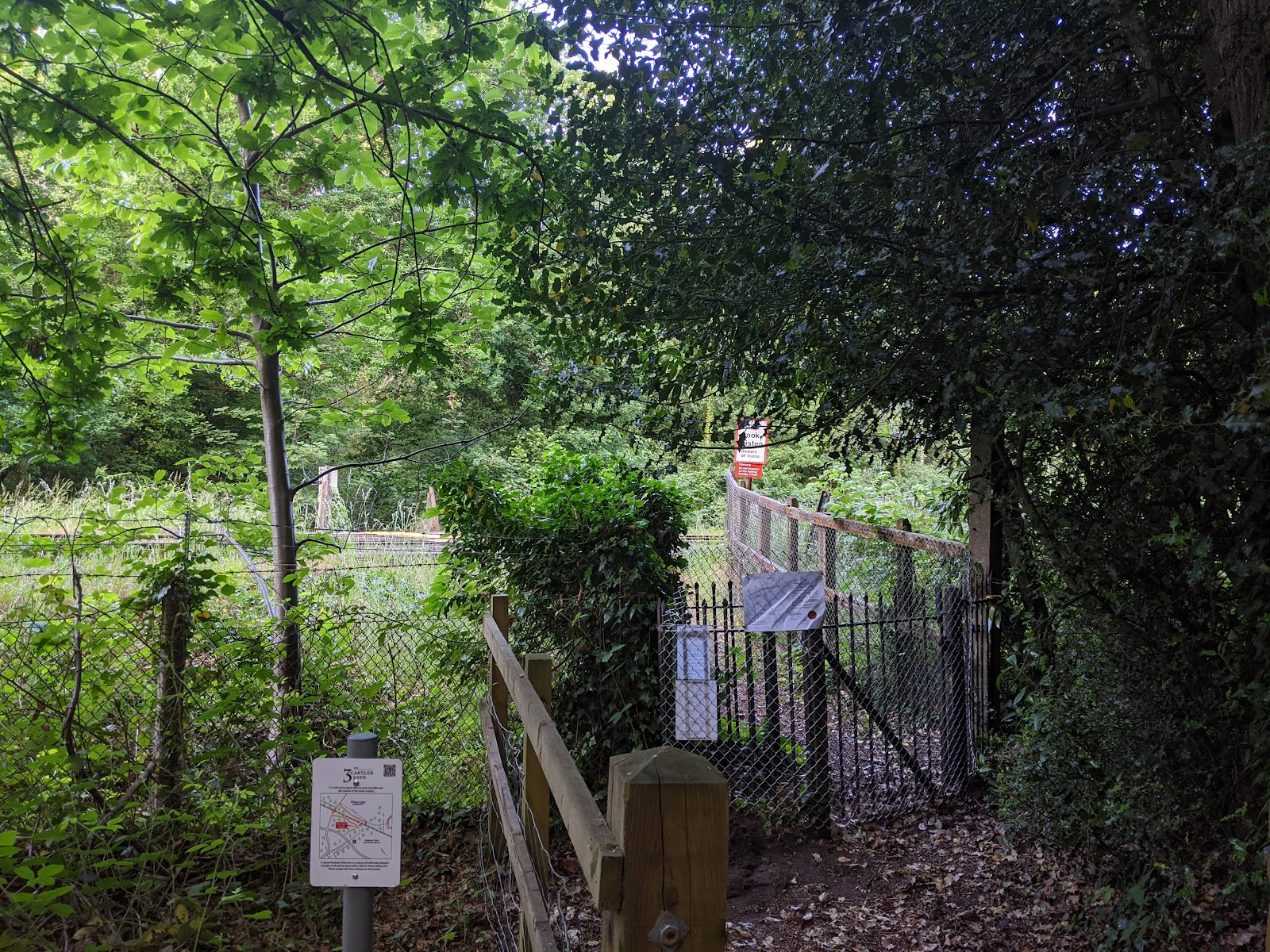Harveys Crossing Ambarrow Court gateway