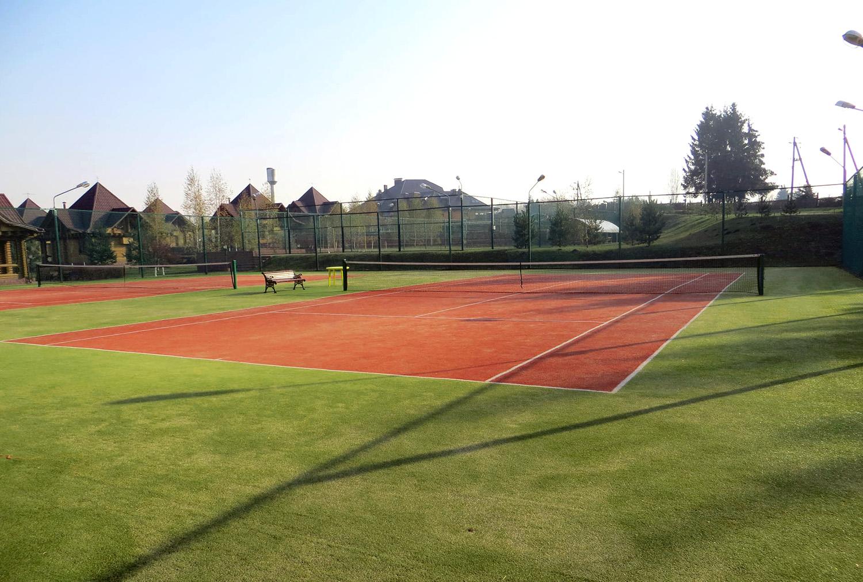 И теннисный корт тоже на 1 час бесплатный