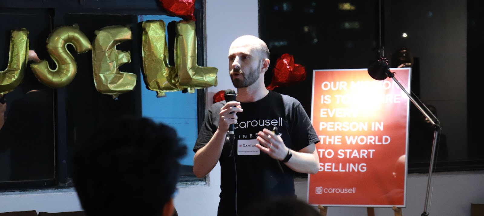 Carousell 旋轉拍賣的 Senior Engineering Manager Damiano 講解 Taiwan Developer Center 的主要組成