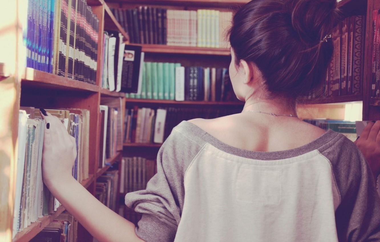 Обои девушка, поиск, фон, ситуации, обои, спина, книги, брюнетка, магазин,  книжный, бибилиотека картинки на рабочий стол, раздел девушки - скачать