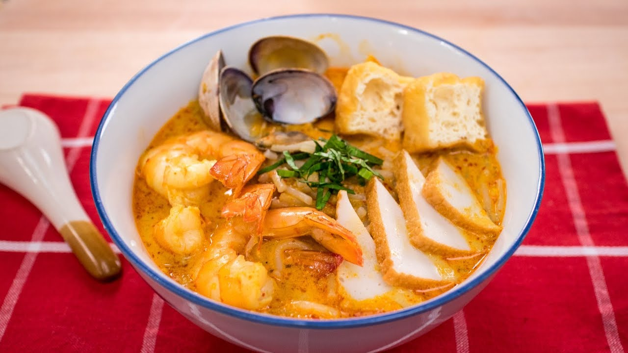 A bowl of Singapore Curry Laksa
