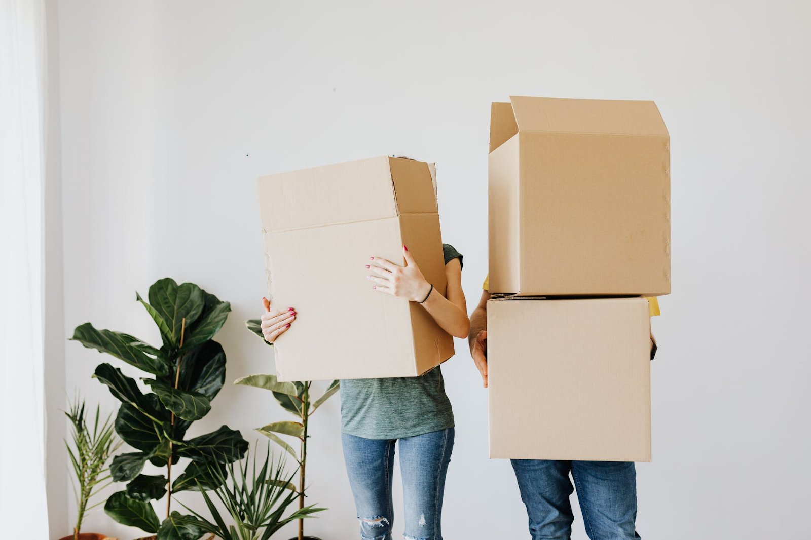 Is It Better To Drive Or Fly During A Long-Distance House Move?