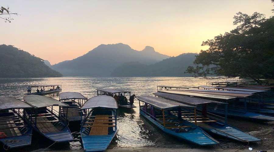 Hướng dẫn thuê thuyền xuồng máy đi tham quan lòng hồ Ba Bể