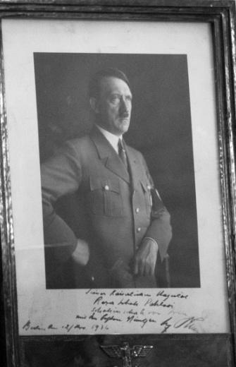 C:\Users\bahra\Pictures\Hitler (2).jpg