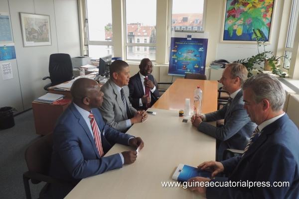 El Ministro Fausto Abeso Fuma se reúne con el Director de Aviación de la Comisión Europea