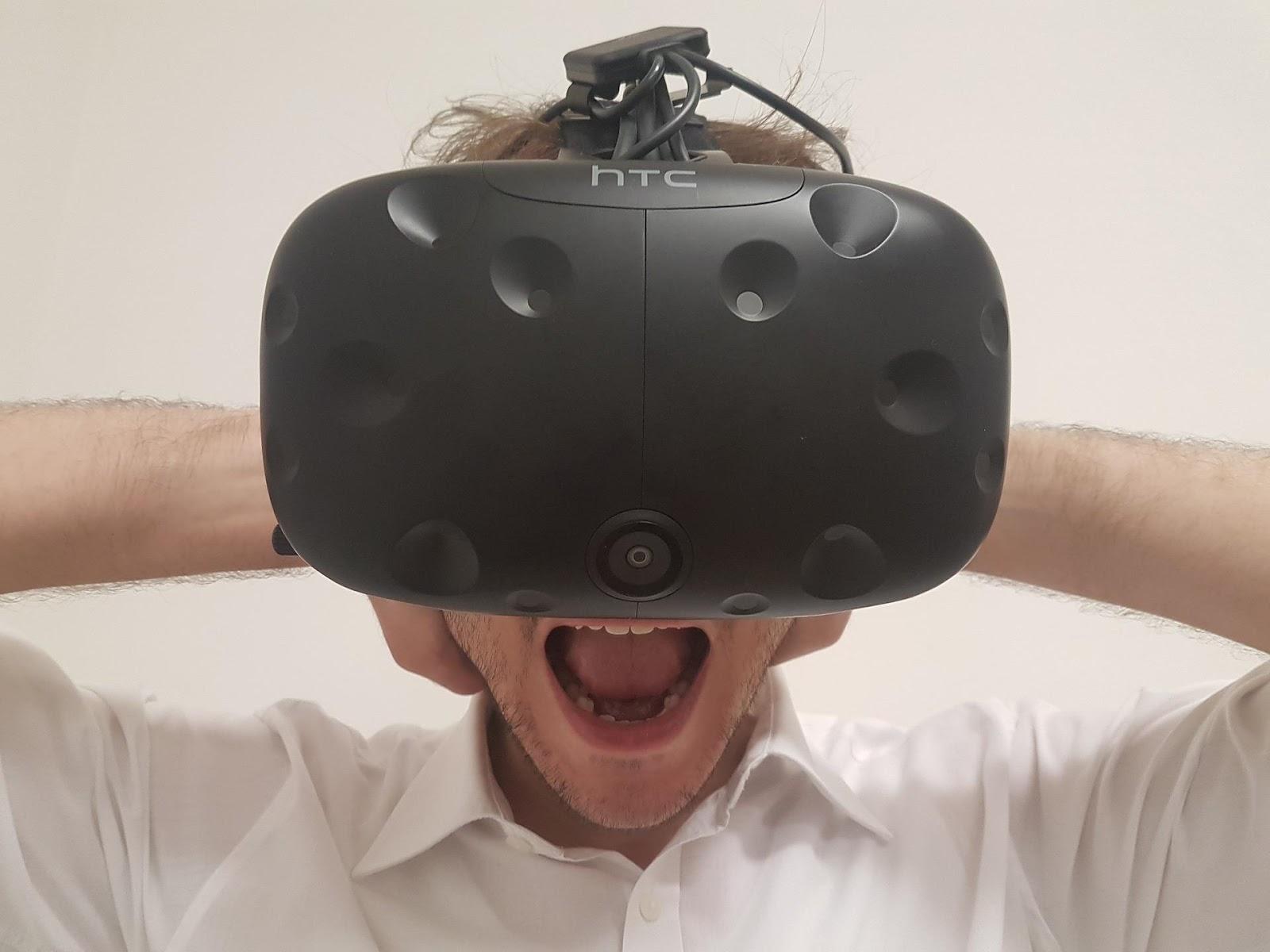 virtual-reality-3897693_1920.jpg