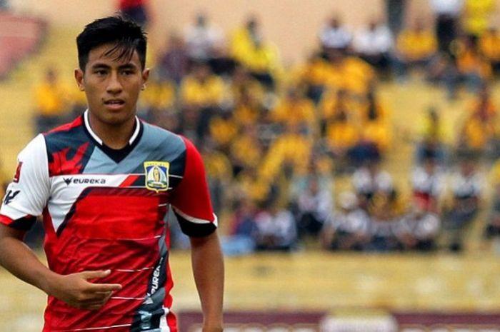 Hanif Sjahbandi representing Persiba Balikpapan