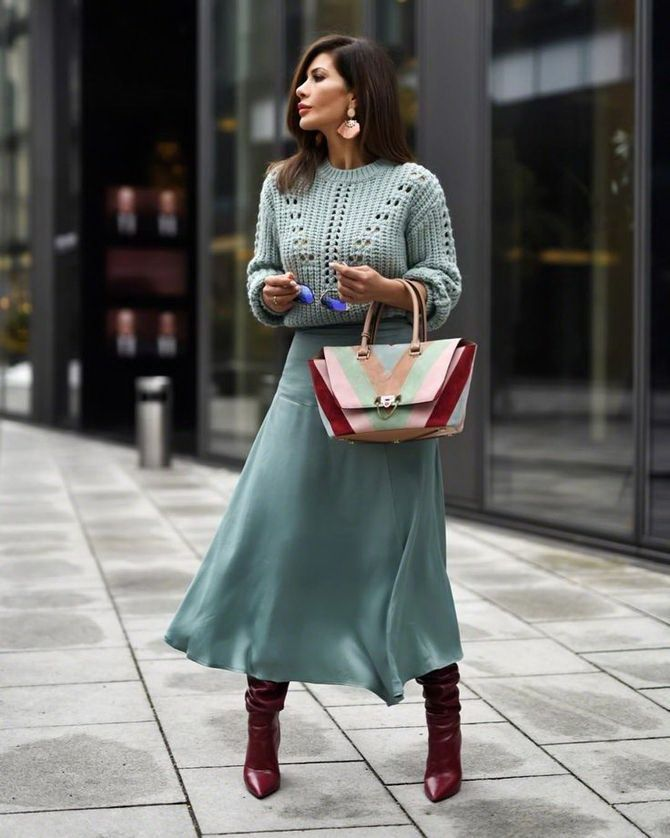 Sweater and a skirt: the most fashionable winter combinations  29