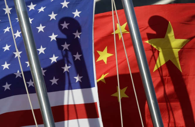 What threatens the global economy with a slowdown in China?
