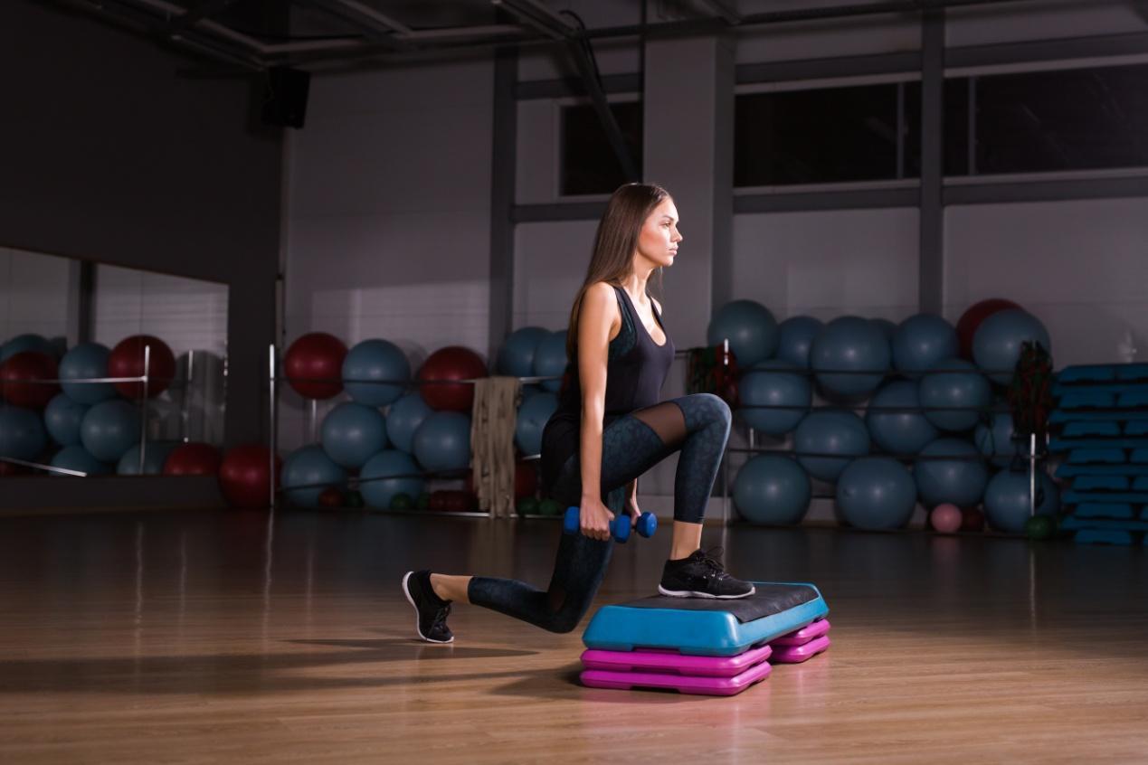 woman-with-beautiful-athletic-body-doing-exercises-2021-04-04-09-56-46-utc.jpg