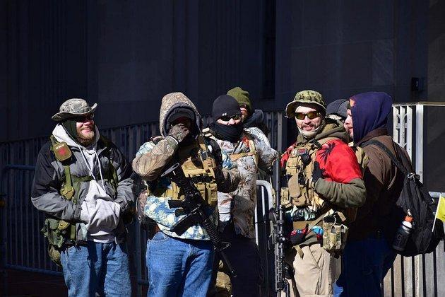 Miembros de la milicia Bogaloo Boys en Richmond, Virginia, en enero de 2020. Foto: Wikimedia Commons / Anthony Crider, CC BY-SA