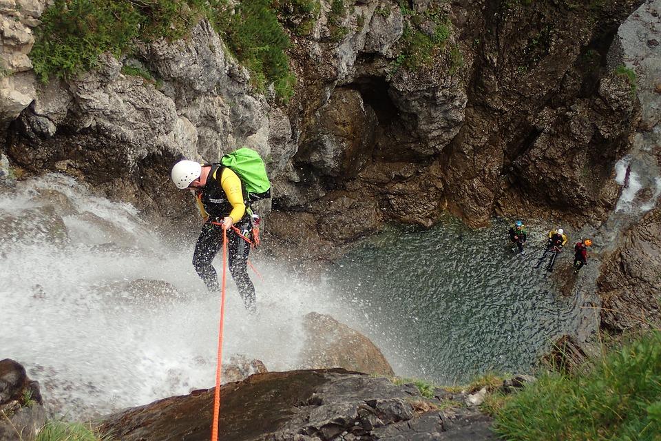 Le canyoning : solution fraîcheur pour un team building au top !