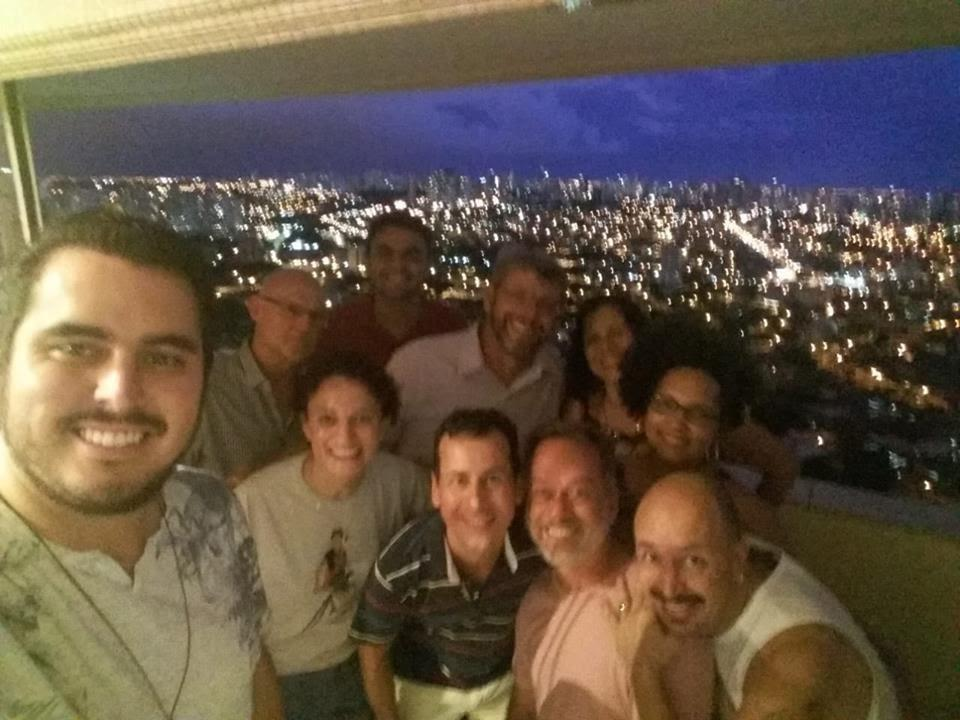 A imagem pode conter: 7 pessoas, pessoas sorrindo