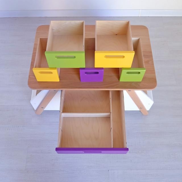 Стол с цветными ящиками
