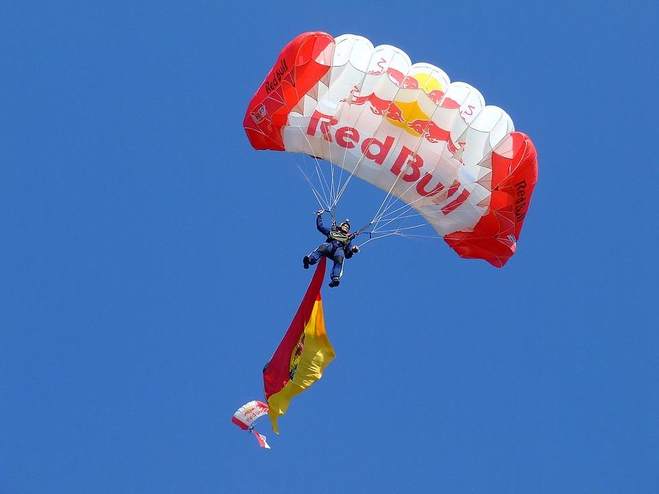 Fallschirm mit red Bull logo