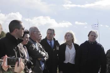Μια «ωραία ατμόσφαιρα» Κασιδιάρης, Βίτσας, Καμμένος και άλλοι βουλευτές του ΣΥΡΙΖΑ, της ΧΑ, και των ΑΝΕΛ μαζί σε ψευτολεονταρισμούς την ίδια στιγμή που η κυβέρνηση ανοίγει δρόμους στο ΝΑΤΟ...