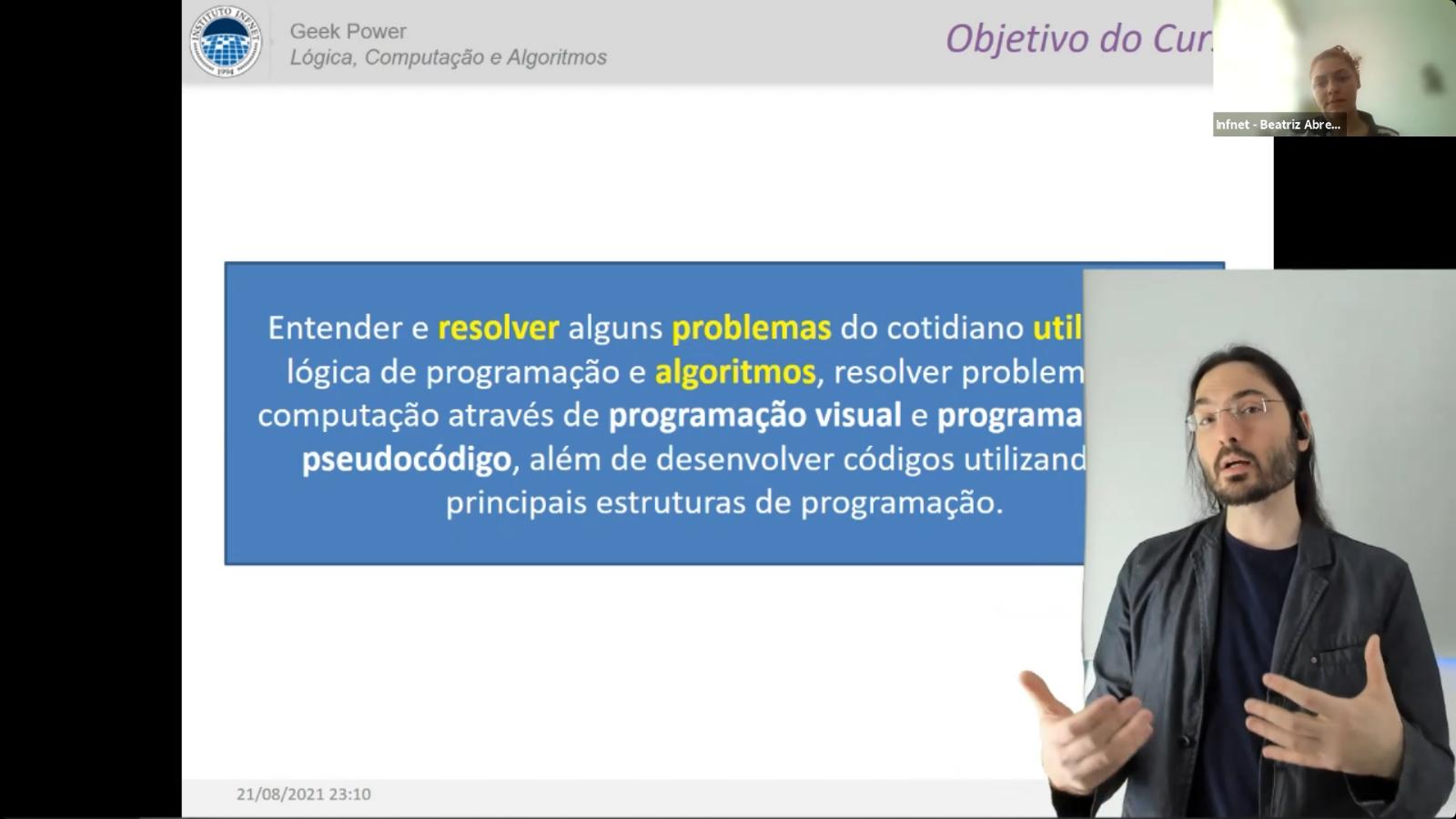 Professor Gustavo de Miranda iniciando a sua apresentação no Geek Power
