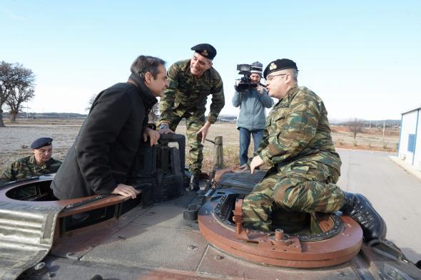 Ο Μητσοτάκης σε άρμα μάχης -  ΦΩΤΟ
