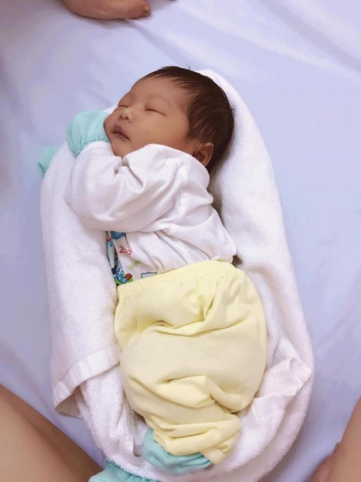 Ủ ấm cho trẻ để ru bé ngủ nhanh nhất