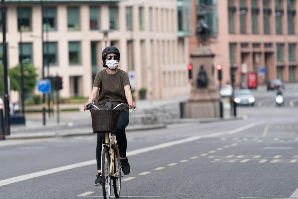 A mobilidade ativa ganhou força como forma alternativa de deslocamento durante a pandemia. (Fonte: Shutterstock)