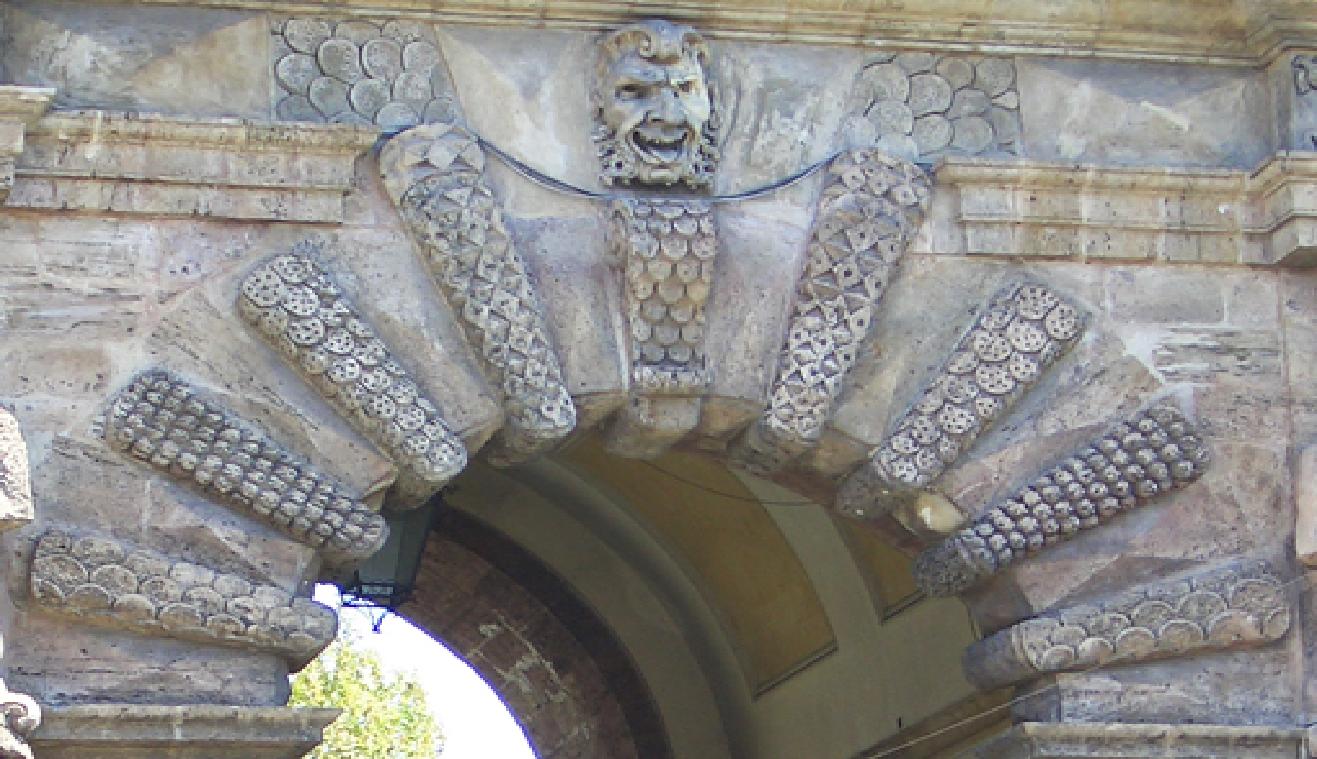 Datazione cerniere porta antica