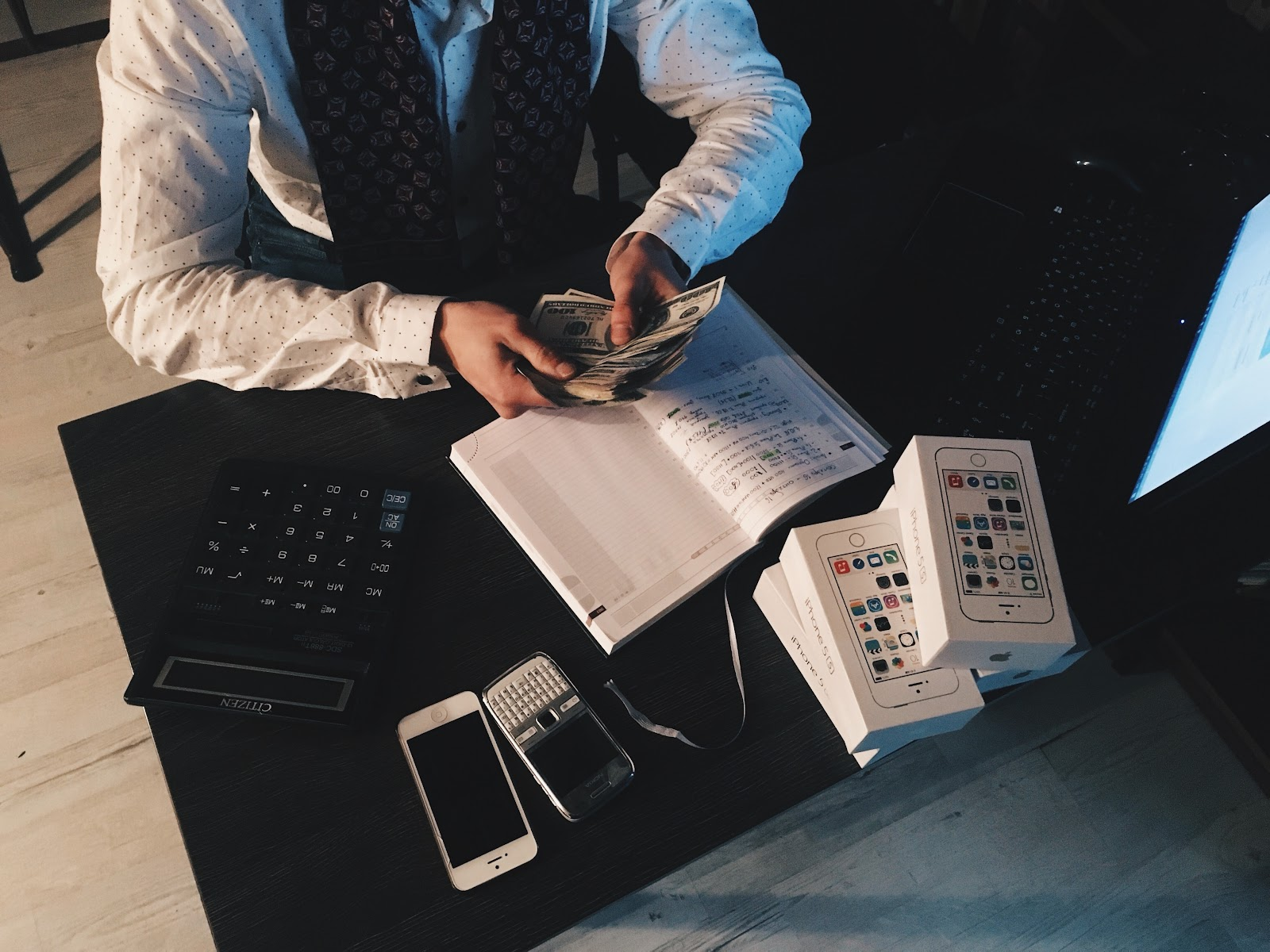 How to Calculate Total Revenue - See the Formula and Details
