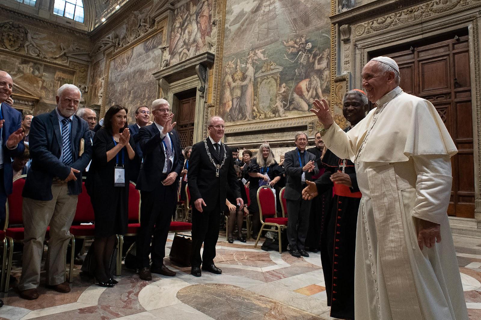 Đức Thánh Cha nói các bạn trẻ: 'Chúng con là hiện tại của Chúa, là hiện tại của Giáo hội!'