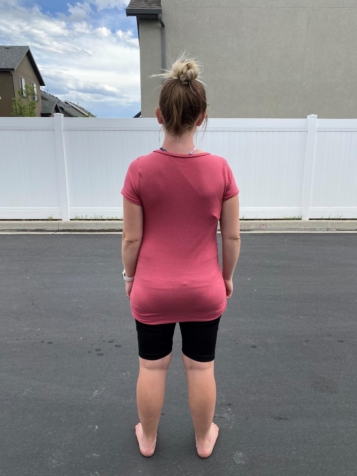 A person wearing a pink dress  Description automatically generated with low confidence