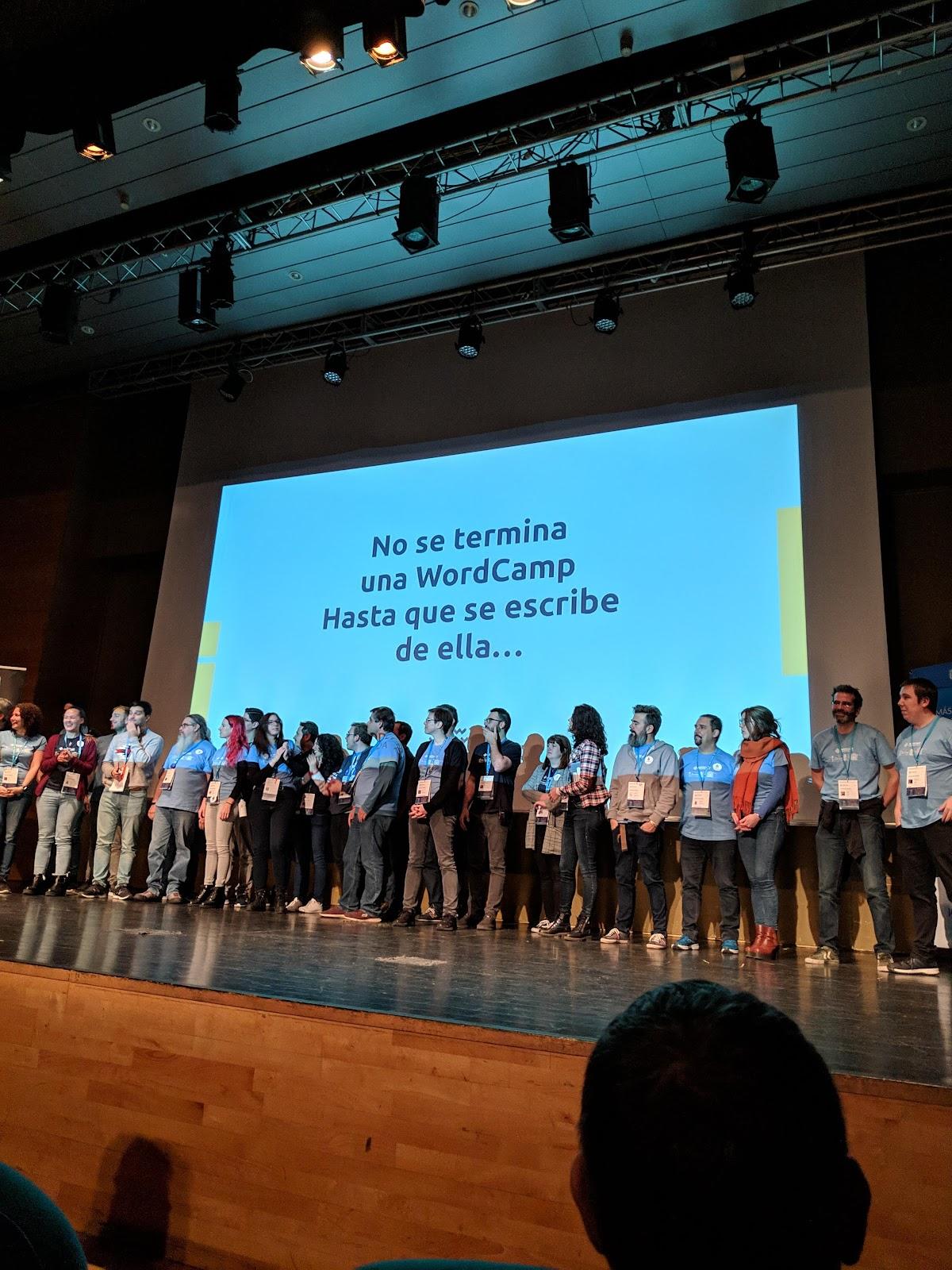 Despedida de WordCamp Granada 2019 en el escenario principal