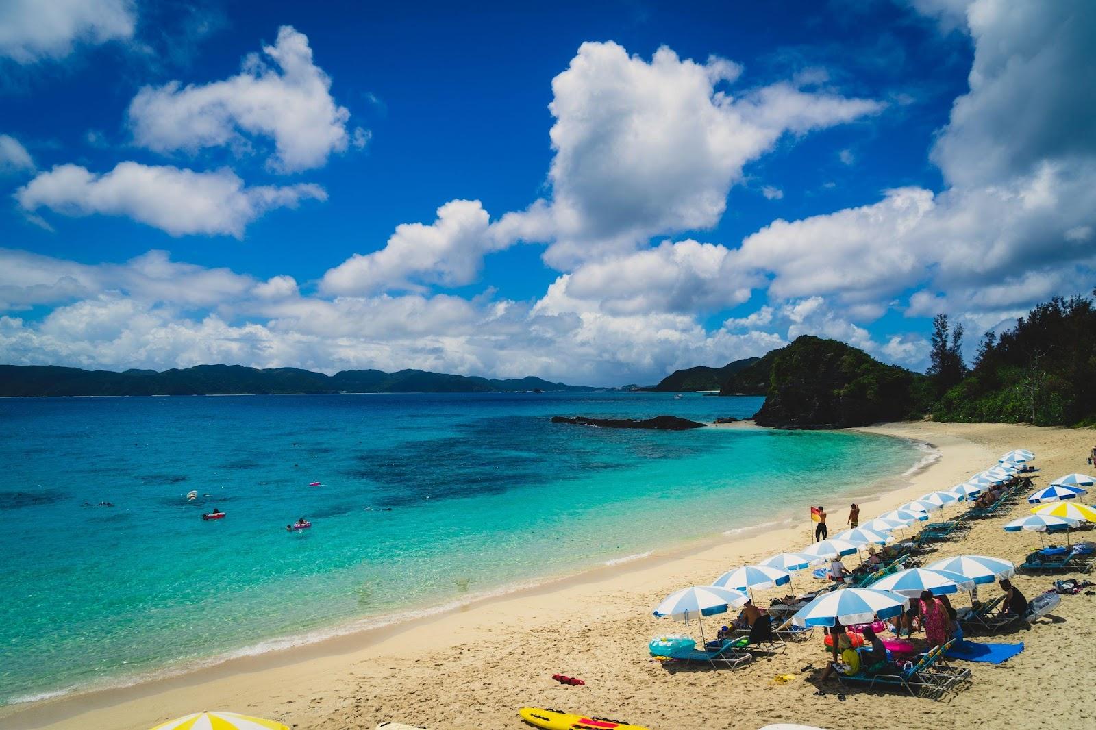 在慶良間天朗氣清時沖繩浮潛,其能見度最深更可達50米,令人深陷於「慶良間藍」之中。