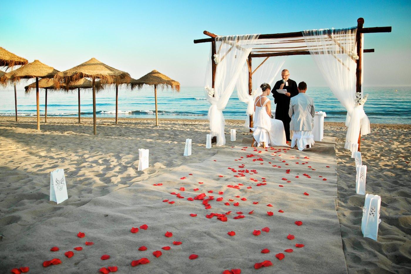 7 Alternative Wedding Venues To Consider - WeddingsAbroad.com