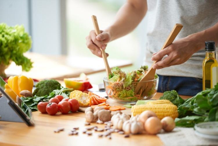 Chế độ dinh dưỡng cho người bị thoái hóa cột sống
