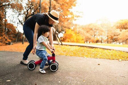 Khuyến khích trẻ vận động là cách dạy con thông minh mà nhiều cha mẹ bỏ qua