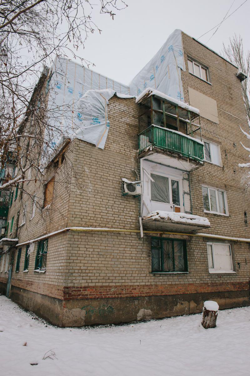 Взрыв уничтожил в доме угловые квартиры на пятом и четвертом этажах