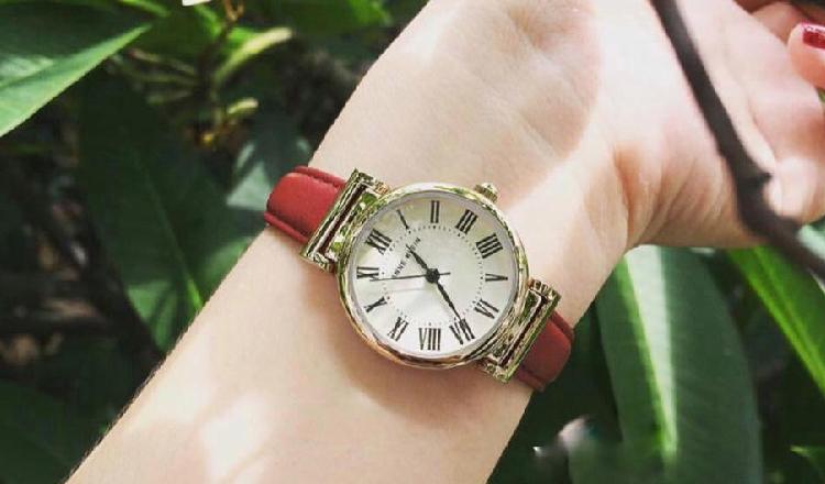 Đồng hồ Anne Klein nữ dây da đỏ thanh lịch và mang đến niềm may mắn