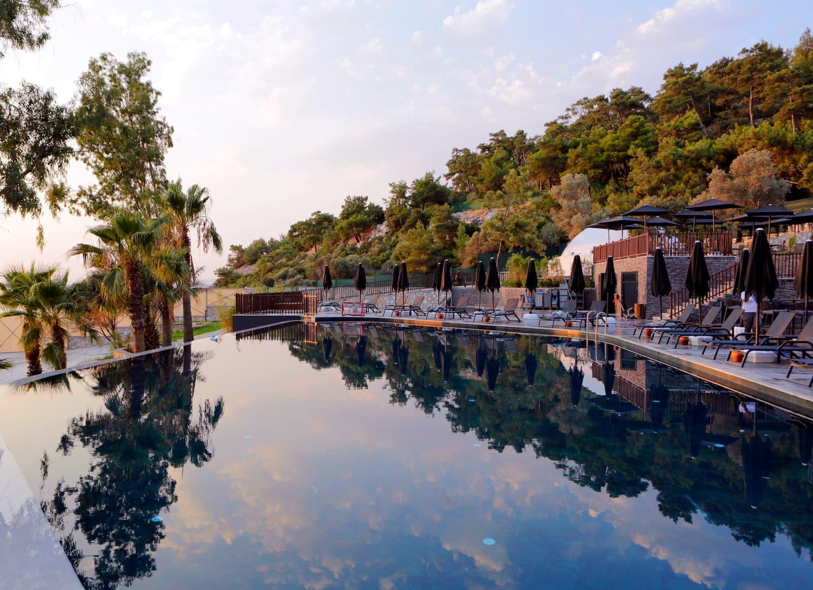 Открытый бассейн только для женщин в Oba Hotel