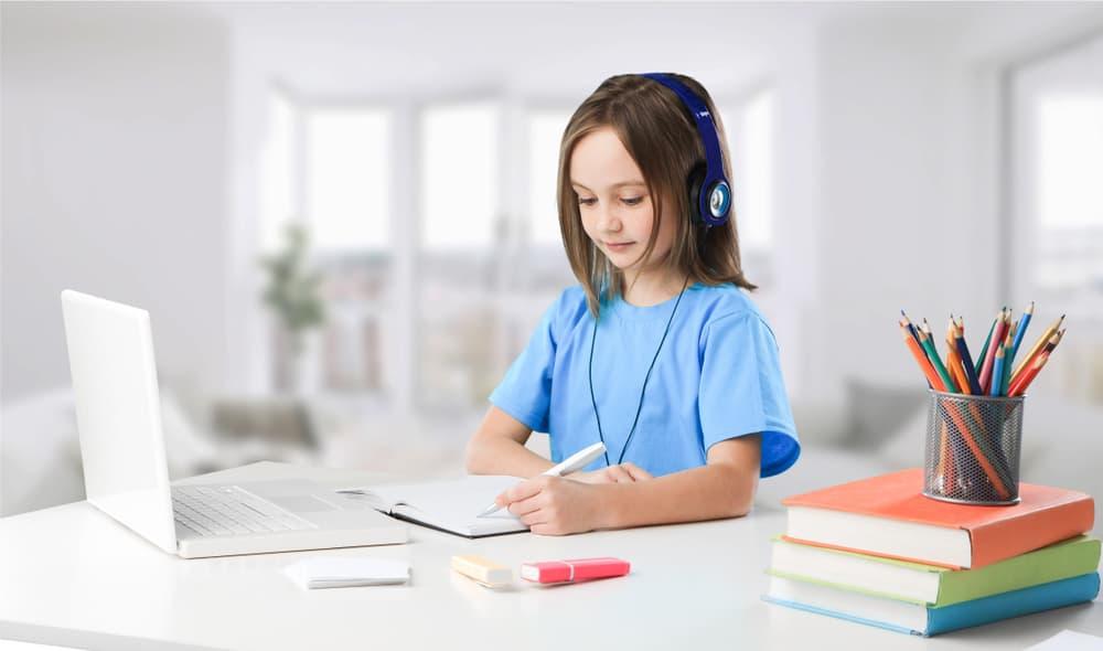 Ưu điểm việc cho bé học tiếng anh trực tuyến