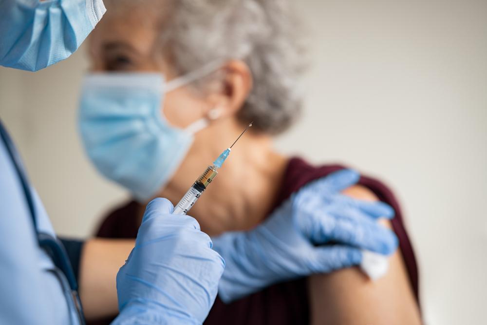 Vacinação no Brasil está sofrendo com o desinteresse do governo federal. (Fonte: Shutterstock/Rido/Reprodução)