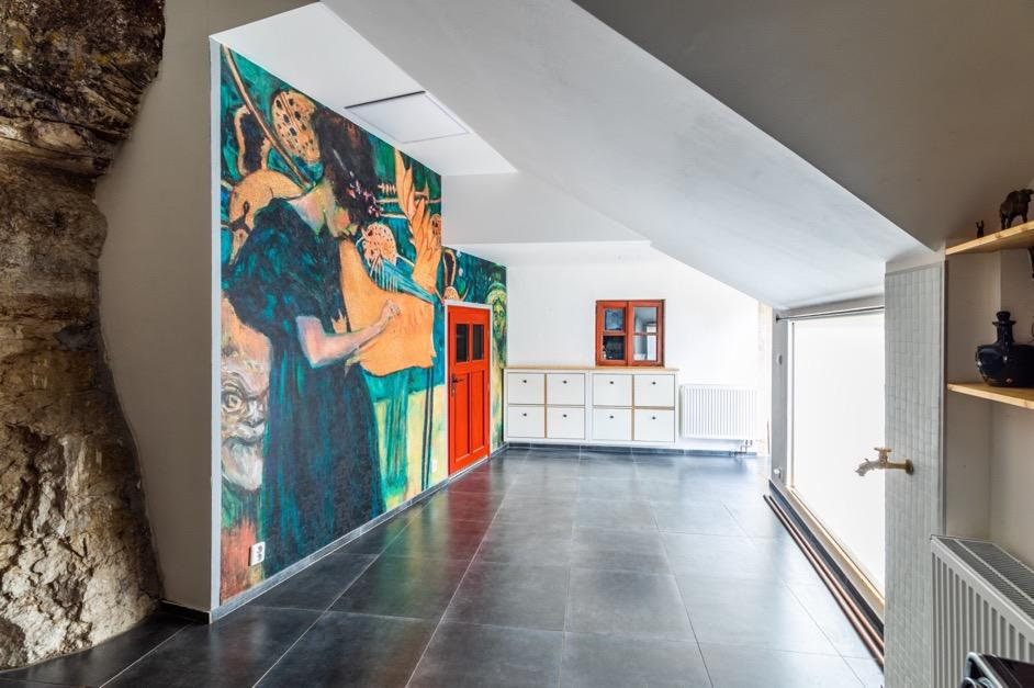 Obsah obrázku interiér, patro, zeď, strop  Popis byl vytvořen automaticky