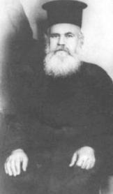 Εικόνα που περιέχει φωτογραφία, άνδρας, παλιός, λευκό Περιγραφή που δημιουργήθηκε αυτόματα