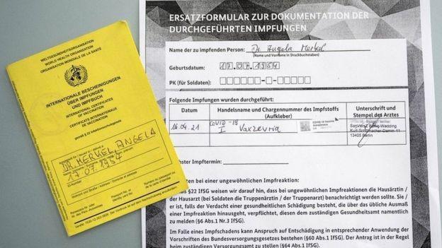 Angela Merkel, primeira-ministra da Alemanha, compartilhou seu comprovante de vacinação (Foto: Getty Images via BBC)