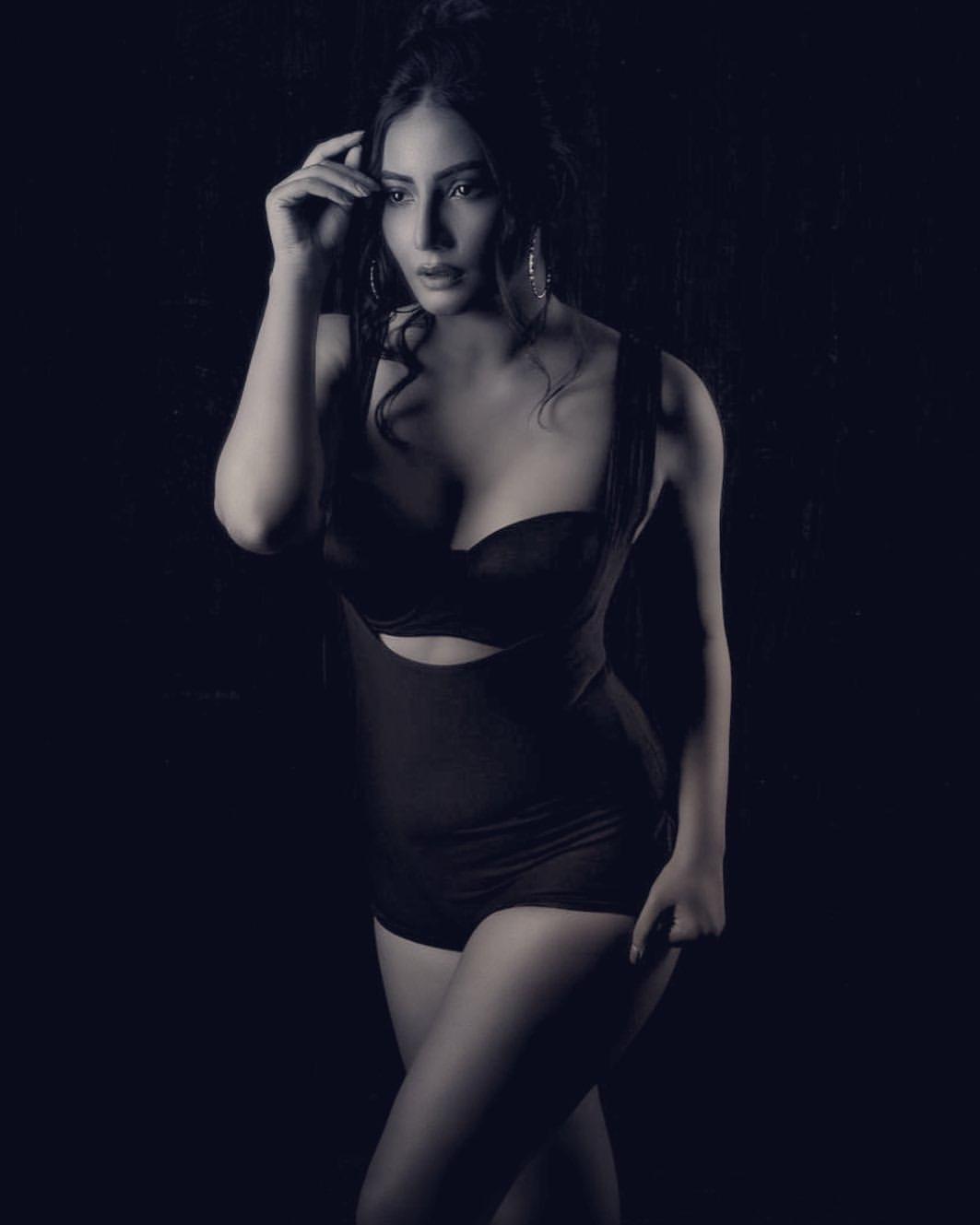 Instagram model Teena Shanell Hot photos Navel Queens
