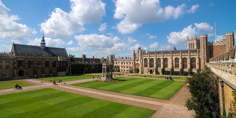 File:Cmglee Cambridge Trinity College Great Court.jpg