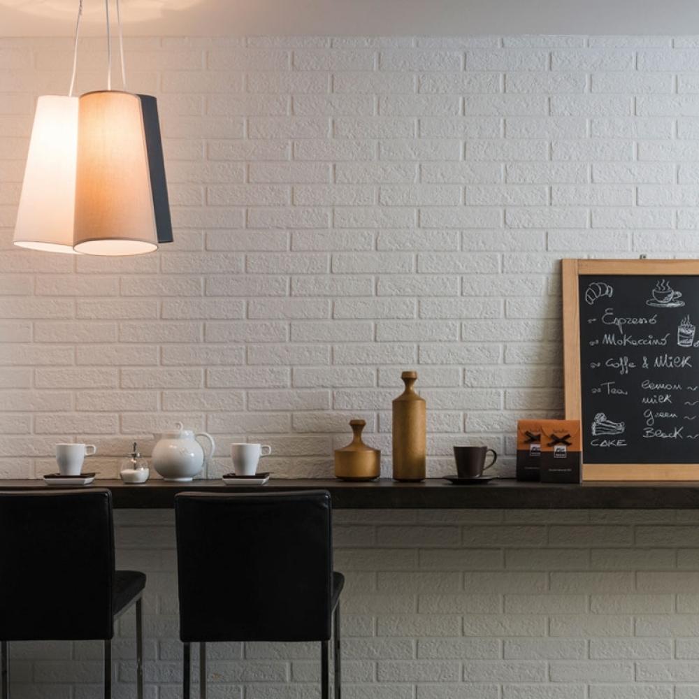 Gạch ốp tường cũng được sử dụng ở các cửa hàng