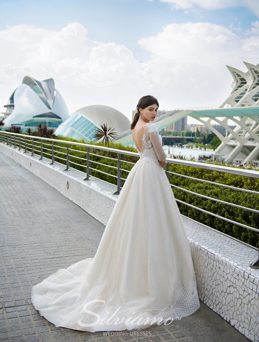 Весільна сукня А-силуету фото